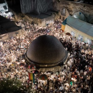 Michele Borzoni, Gerusalemme, Israele. Celebrazioni del Sacro Fuoco nella sezione etiope del Santo Sepolcro, 2012